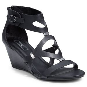 NWOT XOXO Sees Black Strappy Wedge Sandal 7.5
